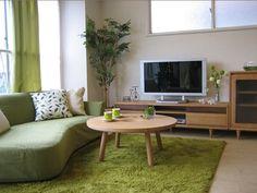 グリーンのラグ ナチュラルインテリア Natural Interior, Natural Home Decor, Japanese Modern House, Japanese Style, Living Room Furniture, Living Room Decor, Interior Decorating, Interior Design, Beautiful Interiors