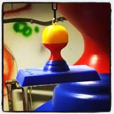 In de werkplaats wordt de laatste hand gelegd aan de uit de kluiten gewassen #StampionsXXXL: kom 'm bewonderen tijdens de #Uitmarkt in het #Erfgoedpaviljoen van de @provincienoordholland