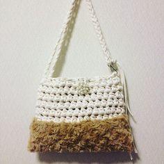 Связанная сумочка из трикотпжной пряжи и шерсти