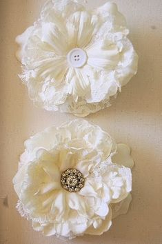 tutorial: still more flowers http://secondhandwithstyle.blogspot.com/2011/01/making-vintage-inspired-fascinator.html