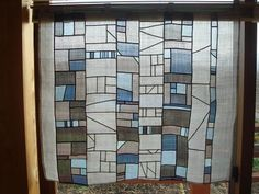 Le pojagi, qu'est-ce que c'est ? Traditional Fabric, Korean Traditional, Monochromatic Quilt, Quilted Curtains, Stained Glass Quilt, Techniques Couture, Textile Fiber Art, Korean Art, Fabric Art