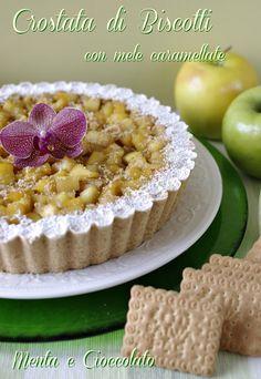 Crostata di biscotti e mele caramellate  http://www.mentaecioccolato.com/2012/10/crostata-di-biscotti-con-mele.html