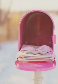 Inbox /pink and white