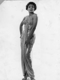 Shirley Bassey photographed in the US, Photograph by Gilles Petard. Vintage Black Glamour, Vintage Glam, Vintage Fashion, Vintage Style, Women's Fashion, Shirley Bassey, Women In History, Black History, Ageless Beauty