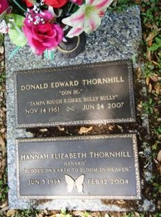 Don Ho, American musician. He is buried in the Hillsboro Memorial Cemetery, in Brandon, Florida. Cemetery Headstones, Old Cemeteries, Cemetery Art, Graveyards, Tombstone Epitaphs, Grave Monuments, Famous Tombstones, Famous Graves, Famous People
