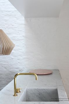 Kitchen worktop in Carrara marble + Vola Tap - Arck Bed and Breakfast in Tielrode Belgium