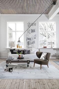 particolare la parete con le finestre, stupende ed il graffito, ma pure il pavemento ....