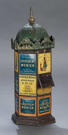 Legendary Spielzeug Museum of Davos: 398 French Metal Miniature Parisian Kiosk as Chocolate Dispenser Vintage Candy, Vintage Tins, Vintage Antiques, Juke Box, Candy Dispenser, Candy Containers, Tin Toys, Kiosk, Antique Toys