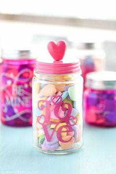 DIY Valentine's Day mason jar gifts - pink mason jars embellished with glitter vinyl. Mason Jar Candy, Pink Mason Jars, Mason Jar Tumbler, Glitter Mason Jars, Mason Jar Gifts, Valentines Day Decorations, Valentine Day Crafts, Valentine Wreath, Homemade Valentines Gifts For Him
