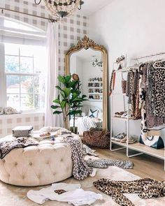 Room Ideas Bedroom, Home Bedroom, Bedroom Decor, Mirror In Bedroom, Decor Room, Room Decorations, Bedroom Themes, Design Bedroom, Glam Room