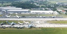 Die ILA Berlin Air Show 2016 aus der Luft fotografiert. Unsere Halle seht ihr rechts. Ingesamt zog die Fachmesse 150.000 Besucher auf das Berlin ExpoCenter Airport Areal.