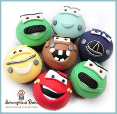 Pixar Disney Cars Cupcakes - cake by Scrumptious Buns Disney Cupcakes, Kid Cupcakes, Fondant Cupcakes, Cupcake Cakes, Car Cakes, Fondant Bow, Fondant Tutorial, Fondant Flowers, Disney Cars Party
