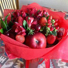 47 отметок «Нравится», 1 комментариев — Saada (@saada_altman) в Instagram: «...да не простой, а @fresh_bucket из свежих ягод, фруктов и цветов! #подарок #букет #цветы…»