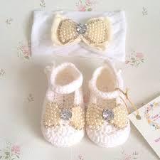 Resultado de imagem para sapatinho de bebe em croche com perolas