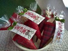 Cono natalizio porta cioccolatini con biglietto scrappato.
