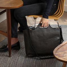 ae4a836e8d0 22 beste afbeeldingen van Leren damestassen | Leather ladies bags in ...