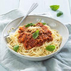 Italian Cooking - The Joys Of Cooking Italian Dishes! Cooking Joy, Italian Cooking, Healthy Cooking, Healthy Eating, Cooking Recipes, Healthy Recipes, Spaghetti Bolognese, Macaroni Spaghetti, Italian Dishes