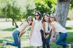 Una divertida sesión de fotos de despedida de soltera por el Parque de la Ciudadela de Barcelona con muchas amigas y muchas burbujas