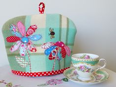 Sweet Birdy Love tea cosy.  I have an old wool throw I can up-cycle into this cute tea cosy.