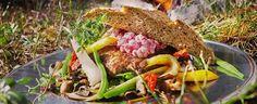 Elgburger med grønnsaker og tyttebær - Aperitif.no