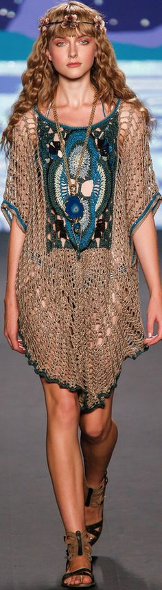 Anna Sui Spring 2014    I would need a little more under this... LOL.. but I love it !