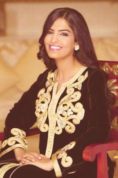 Saudi Arabian princess and activist for women's rights- Princess Ameera Al Taweel Arab Fashion, Royal Fashion, Beautiful People, Most Beautiful, Beautiful Women, Moda India, Arabian Princess, Saudi Princess, Princess Of Saudi Arabia