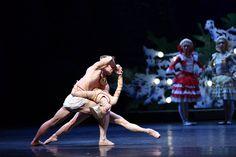 Hong Kong Dancers (from top): Li Jiabo, Gao Ge in 'The Nutcracker' - Photographer: Conrad Dy-Liacco