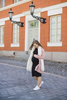 Pregnancy style week 31 @monasdailystyle    http://www.monasdailystyle.com/2017/05/27/raskausajan-suosikki-musta-trikoomekko/