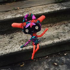 Good morning everyone! Here is Monday and I'm flying home rrrrrright now!  Name: Fiwy Birthday: 08.06.2015 Family: @faichira Location: Saransk RU Status: (almost) at home  #Floksyks #ThisIsYourFriend #handmade #toys by floksy