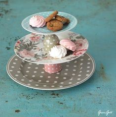 Cómo-hacer-una-base-para-cupcakes-con-vajillas-para-una-mesa-vintage-1.jpg (500×502)