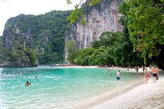 Thailand's coastal scenery is among the most breathtaking in the world and visitors who stay on islands such as Phuket or Koh Samui should make a point of taking at least one boat trip during their stay. In the first of a series of dedicated blogs, our Villa Expert recommends some of the best boat trip destinations in the Andaman Sea, and the Gulf of Thailand …http://www.blog.luxuryvillasandhomes.com/marine-attractions-in-thailand-koh-hong/