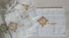 ♥♥♥  Lembrancinhas bordadas para casamento Lembrancinhas bordadas para o casamento: toalhas de banho ou de lavabo, sachês... É uma lindeza atrás da outra que você pode usar para presentear... http://www.casareumbarato.com.br/lembrancinhas-bordadas-para-casamento/