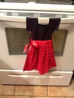 Little Dress kitchen towel. Make it yourself! Towel Crafts, Diy Crafts, Hand Towels, Tea Towels, Towel Dress, Fabric Yarn, Little Dresses, Kitchen Towels, Make It Yourself