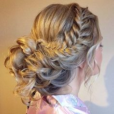 Gorgeous braided messy updo hairstyle,wedding hair ,wedding hairstyles,messy updo hairstyle ideas #weddinghair #hairstyles #messyupdo
