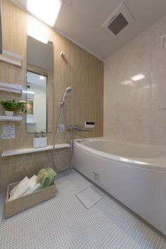 Japanese Bathroom, Natural Interior, Changing Room, Private Room, Wet Rooms, Spanish Style, Toilet, Interior Decorating, Bathtub