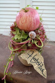 Floral Arrangements The post Diameter 14 cm height 25 cm. Floral Arrangements # appeared first on Blumen ideen. Deco Floral, Arte Floral, Floral Design, Fruit Decorations, Table Decoration, Diy Crafts To Do, Autumn Crafts, Flower Farm, Fall Diy