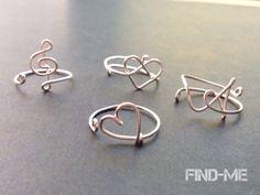 ワイヤーリングのシルバーカラーを、在庫限りで販売致します(^^)お作りできるのは、・メロディリング(単品,3種類)・イニシャルリング・ハートリング・infinity heart ring・wave ring・リボンリボン以上になります。サイズはフリーサイズです。数に限りがございますので、全てのお写真がご用意出来ず、申し訳ごさいません。リングデザインの確認は、以前からある真鍮バージョンのそれぞ...