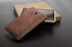 Operating out of the UK and China, AD Creative have developed the world's first bamboo smartphone. Powered by a 1.4 GHz Samsung Exynos 4 quad-core processor – the same as inside the Samsung Galaxy S III, the handheld device incorporates 1 GB of RAM and an additional 16 GB of internal storage. The smartphone will run a choice of either Android 4.0 Ice Cream Sandwich or the company's AD Android Operating System (ADAOS), an open source version of the software.  Equipped with a 4.5 inch TFT LCD…