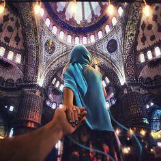 Murad Osmann and his partner Nataly Zakharova at the Blue Mosque in Istanbul, Turkey Murad Osmann, Travel Around The World, Around The Worlds, Blue Mosque Istanbul, Istanbul Travel, Visit Istanbul, Mont Saint Michel, World Photo, Photo Series