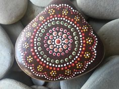 Dot Painted Stone/Aboriginal/Painted por TheLakeshoreStore en Etsy, $15.00