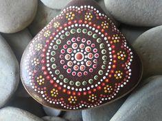 Dot Painted Stone/Aboriginal/Painted por TheLakeshoreStore en Etsy, $15.00