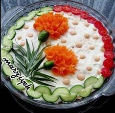 Edible flowers, meaning creative cold bowl ideas - Food Carving Ideas Salad Design, Food Design, Cute Food, Good Food, Fingerfood Party, Food Carving, Vegetable Carving, Food Garnishes, Garnishing