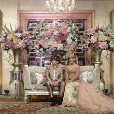 """Vibrant Mandailing Wedding ala @zivannaletisha & @argareza happy wedding, may your love bloom brighter . . . Venue : The Dharmawangsa Hotel WO : Amaya…"""