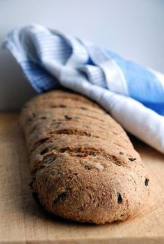 Trufla: Pelnoziarnisty chleb oliwkowy.