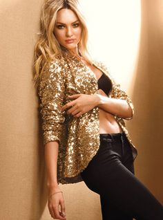 gold blazer with rolled up sleeves and slim black pants is a gooood plan!