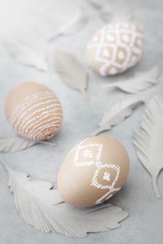 Farbkombi Weiß-natur: Wirkt wie überall auch bei Ostereiern edel!