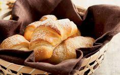 Lune kærnemælkshorn passer perfekt til en god kop kaffe eller te. Cake Recipes, Dessert Recipes, Desserts, Danish Food, Sweet Bread, Healthy Alternatives, Bread Baking, Sweet Tooth, Muffins