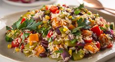 Wild Rice Salad with Rocket, Crunchy Vegetables & Nuts image pciture photo Fish Finger, Finger Foods, Wild Rice Salad, Nut Recipes, Fresh Garlic, Gossip Girls, Fill, Yummy Food, Nutrition