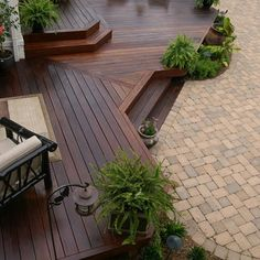 Stain on a deck will just persist for a few decades. Patio decks are normally made of wood and wood pallets. The deck has turned into a revered outdoo. Deck entwirft Treppen 40 Stunning Patio Decks That Will Add Charm To Your Life Patio Plan, Deck Landscaping, Florida Landscaping, Backyard Patio Designs, Backyard Ideas, Outdoor Ideas, Cozy Backyard, Decks And Porches, Patio Decks