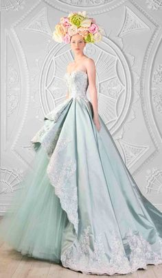 21 Breathtaking Couture Gowns Fit For An Ice Queen....minus the ridiculous head piece... Fantasy Dress, Amazing Dresses, Nice Dresses, Ball Gowns, Ladies Fashion, Backless Homecoming Dresses, Cute Dresses, Beautiful Gowns, Prom Party Dresses